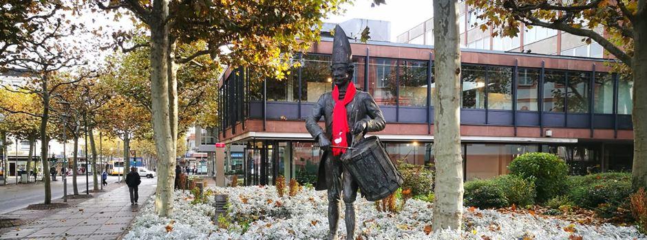 Wer hinter den roten Schals im Mainzer Stadtgebiet steckt