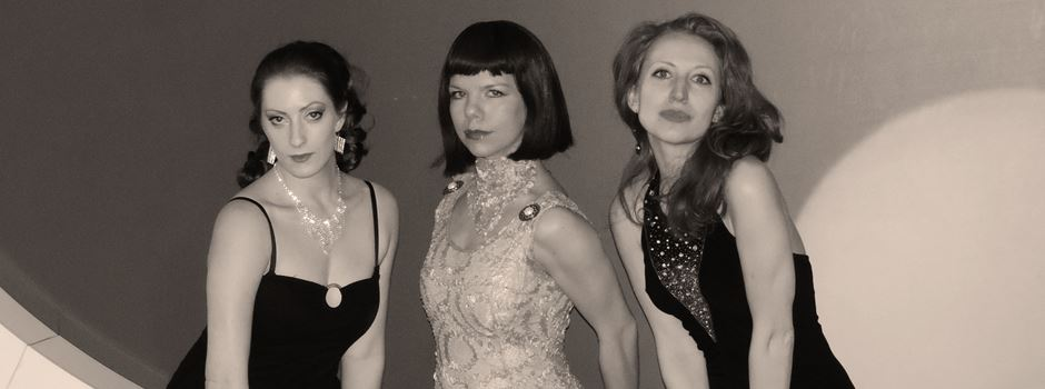 """THW-Unterstützer feiern mit """"Bond-Girls"""" in nicht geheimer Mission"""