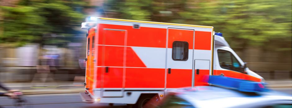 Mann (31) dreht im Krankenwagen durch