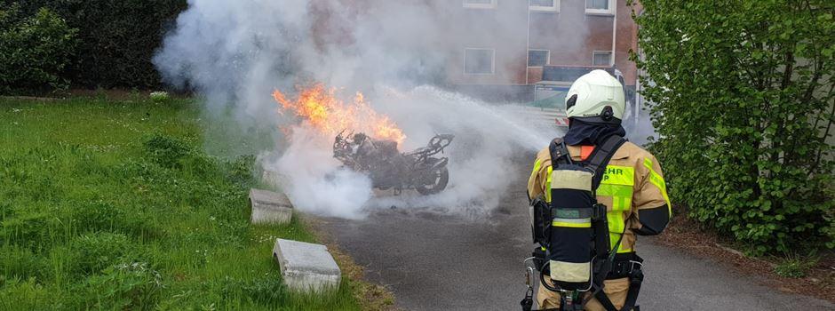 Feuer im Keller und brennendes Motorrad: Weitere Einsätze an Vatertag