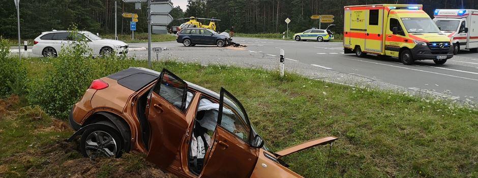 Schwerer Unfall auf Kreuzung in Hützel: Rettungshubschrauber im Einsatz