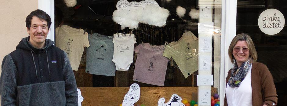 Pinke Distel unterstützt krebskranke Kinder mit besonderer T-Shirt-Kollektion