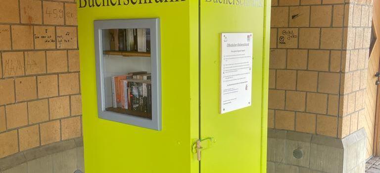Öffentlicher Bücherschrank am Hugo-Brandt-Platz