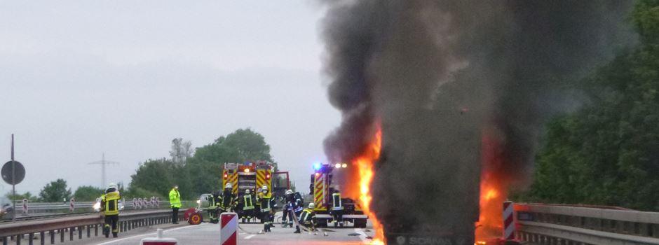 Sattelschlepper in Flammen