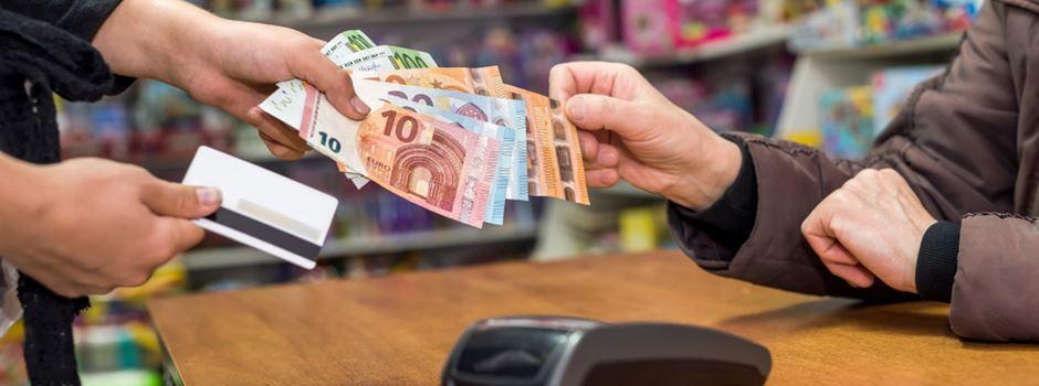 Warum viele Läden heute nur Bargeld akzeptiert haben