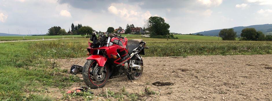 Schwerer Verkehrsunfall: Motorradfahrer mit multiplen Verletzungen