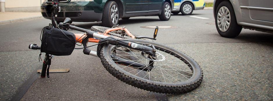 Autofahrer missachten Vorfahrt: Mehrere Radfahrerinnen bei Unfällen verletzt