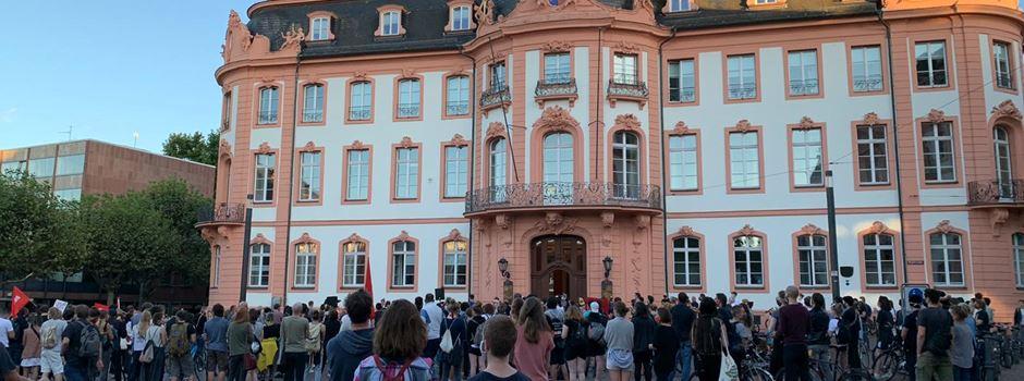 Kundgebung auf dem Schillerplatz: Corona-Vorschriften wurden eingehalten