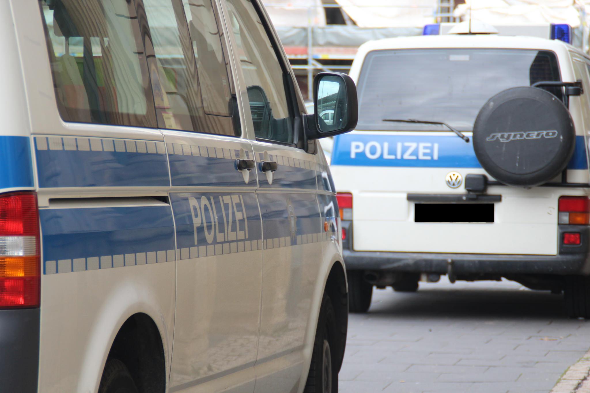 Unbekannte werfen Molotowcocktails auf Polizeistation