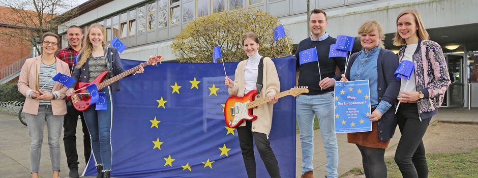 EU-Projekttag: Schüler und Lehrer der KGS Schneverdingen zeigen gemeinsam Flagge