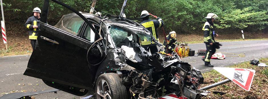 Schwerer Verkehrsunfall auf L3028 bei Auringen