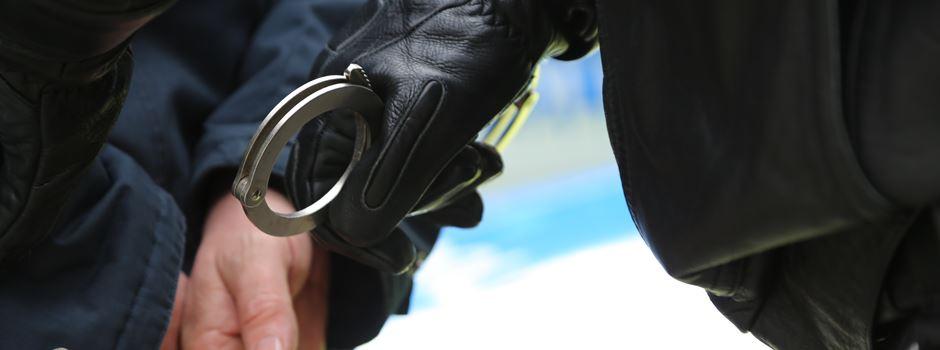 Zeuge beobachtet Taschendiebe: Beide Täter festgenommen