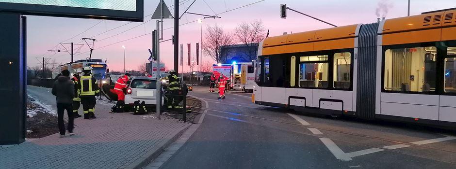 Autofahrer bei Unfall mit Straßenbahn verletzt