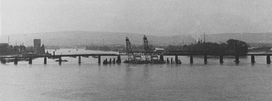 Als neben der Theodor-Heuss-Brücke eine zweite Rheinbrücke stand