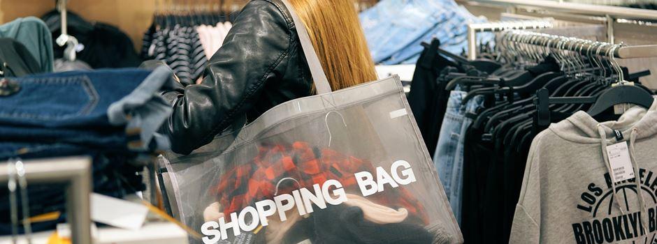 5 Gründe, warum wir die Shopping-Night hassen—und 5 warum wir sie lieben