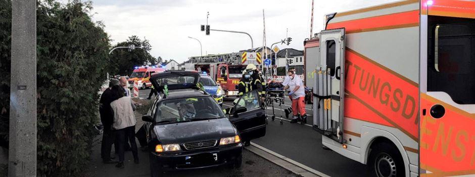 Unfall in Rheidt: Fahrerin im PKW eingeklemmt