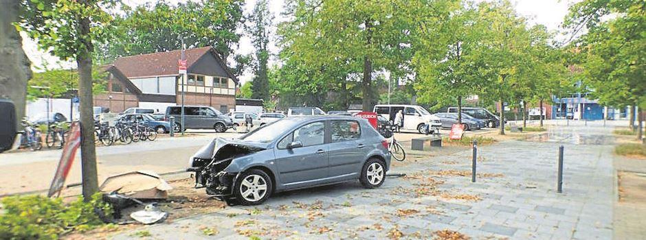 Verkehrsunfall auf Hermannsburger Marktplatz mit hohem Schaden