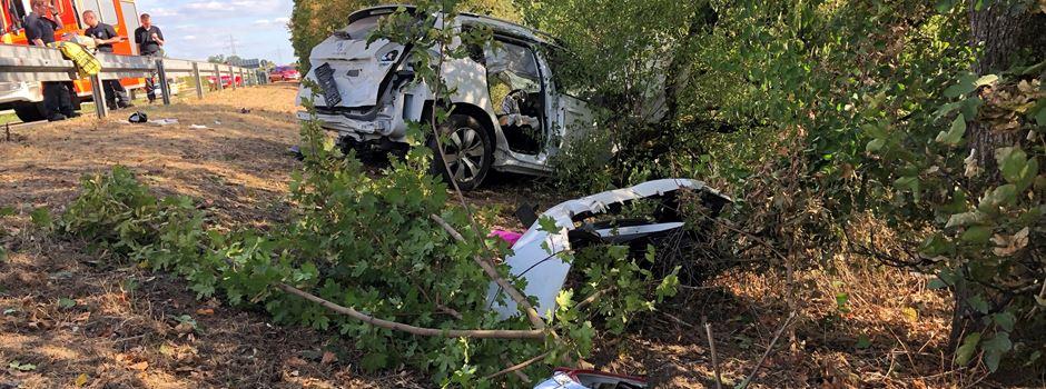 Vier Verletzte nach schwerem Autounfall