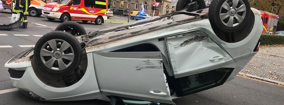 Auto überschlägt sich in der Kaiserstraße
