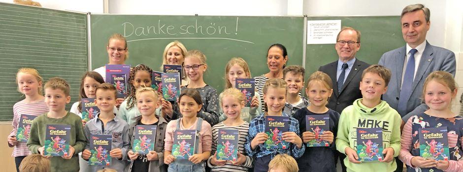 Rotary-Club: Bücher übergeben