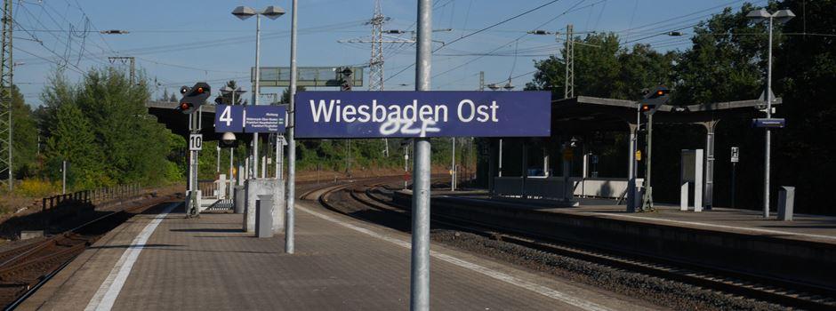 Fahrkartenautomat am Bahnhof Wiesbaden Ost beschädigt