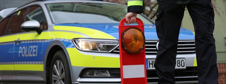 Schwerer Verkehrsunfall in Hörpel: Vier Verletzte, Beifahrer eingeklemmt