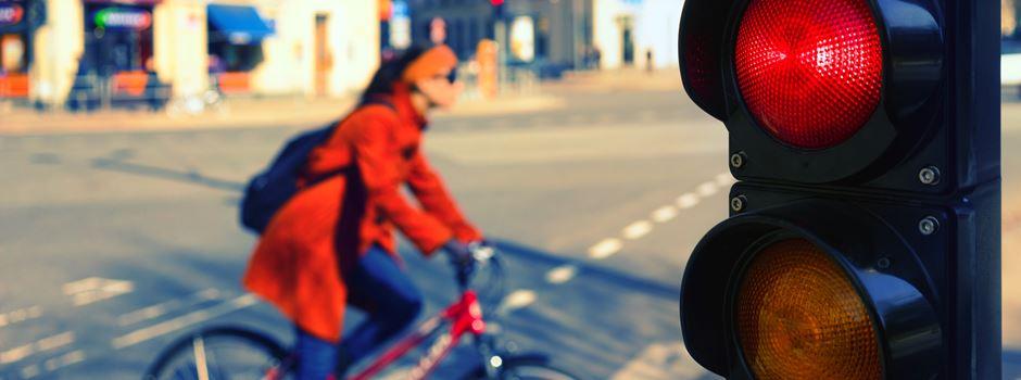 15 Jährige wegen Handy unachtsam - rote Ampel übersehen