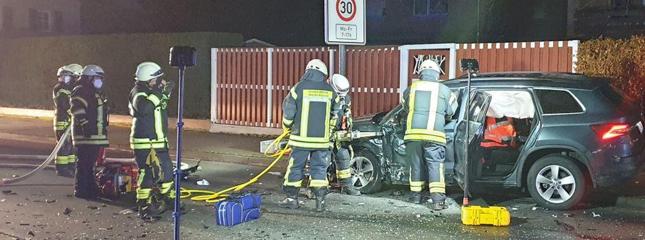 Niederkasseler Feuerwehrmann bei Fahrt zu Einsatz in schweren Verkehrsunfall verwickelt