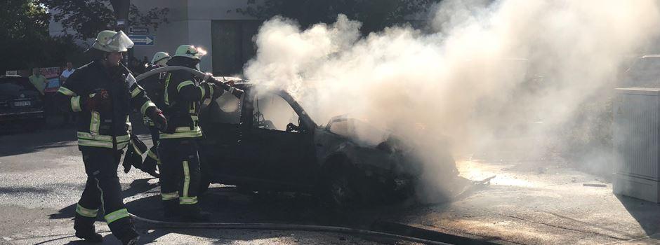 Zwei Verletzte bei Fahrzeugbrand in Nordenstadt