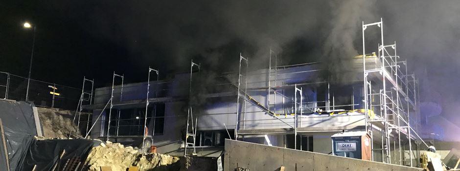 Feuer in Rohbau: 14-Jährige erleidet Rauchvergiftung