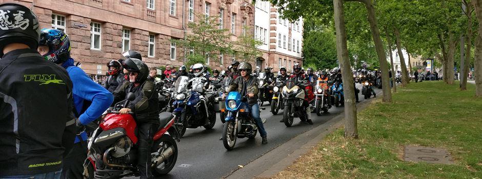 Tausende Motorradfahrer demonstrieren in Wiesbaden gegen Fahrverbote