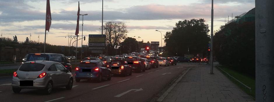 Verkehrschaos: Geisterfahrer in Rettungsgasse gemeldet