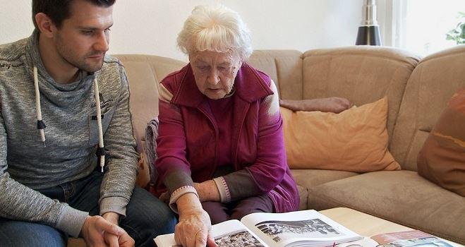 Erzähl mal Oma: Die letzten Zeitzeugen in Augsburg
