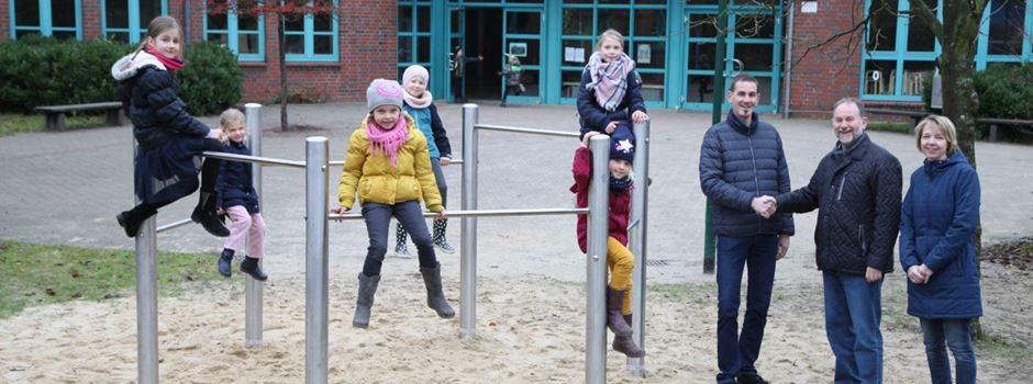 Auf- und Umschwünge auf dem Schulhof: Förderverein finanziert Sechseck-Reck