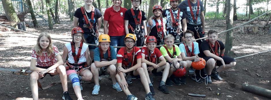 Ferienspiele: Mit dem Fahrrad über ein Drahtseil