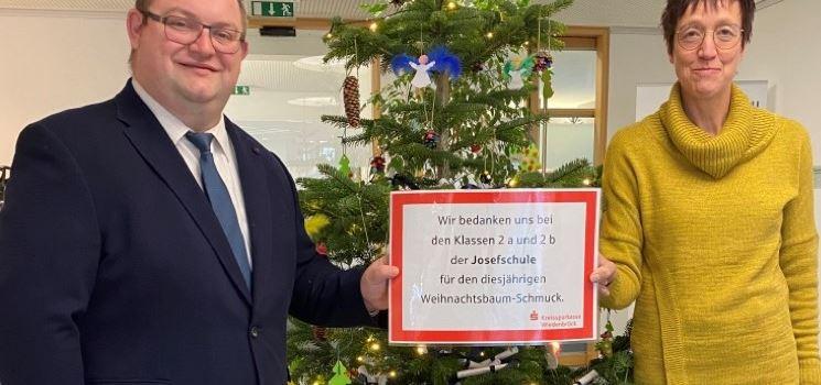 Anzeige: Kinder basteln Schmuck für Weihnachtsbäume