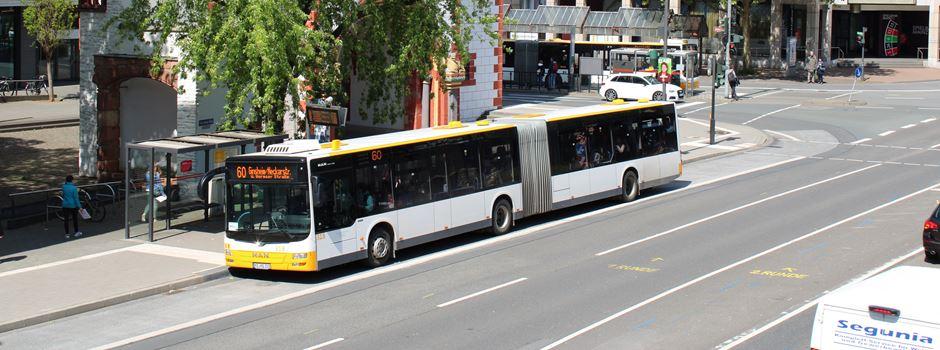 Unfall zwischen Linienbus und Auto