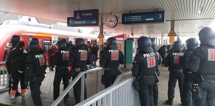Frankfurter und Kölner Hooligans prügeln sich am Bahnhof Kelsterbach