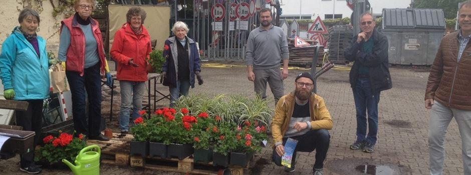 Arbeitskreis Blühendes Nierstein und Schwabsburger Landfrauen verarbeiten Palaterra Schwarzerde