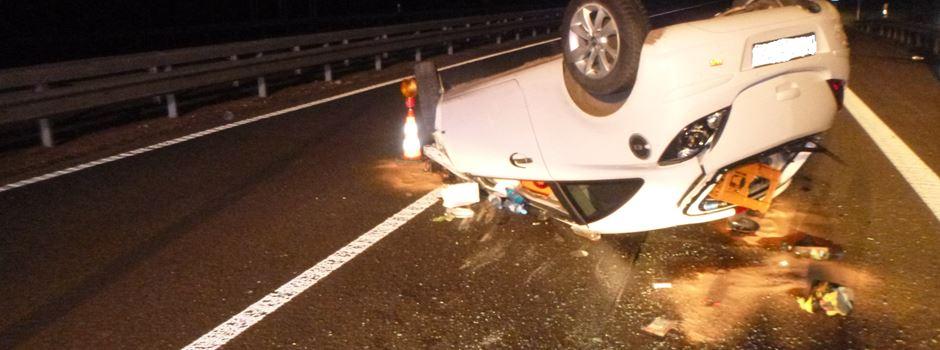 Zwei Autos überschlagen sich bei Unfall