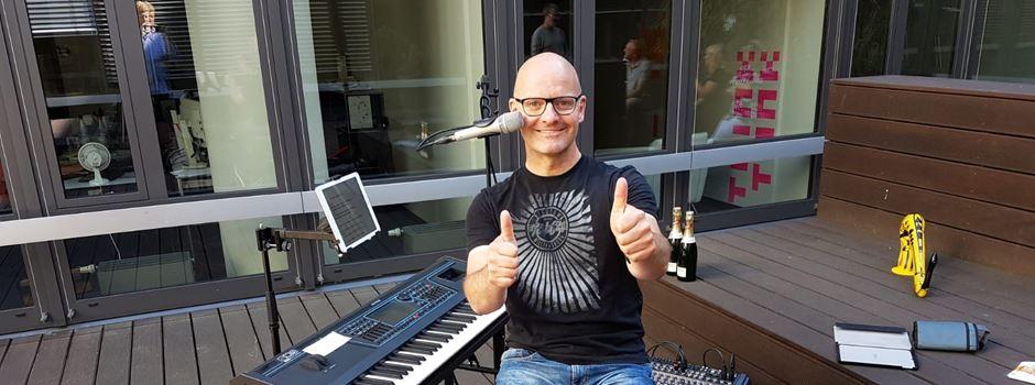 Oliver Mager spielt live auf Merkurist-Dachterrasse