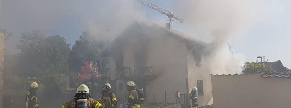 Frau bei Brand schwer verletzt