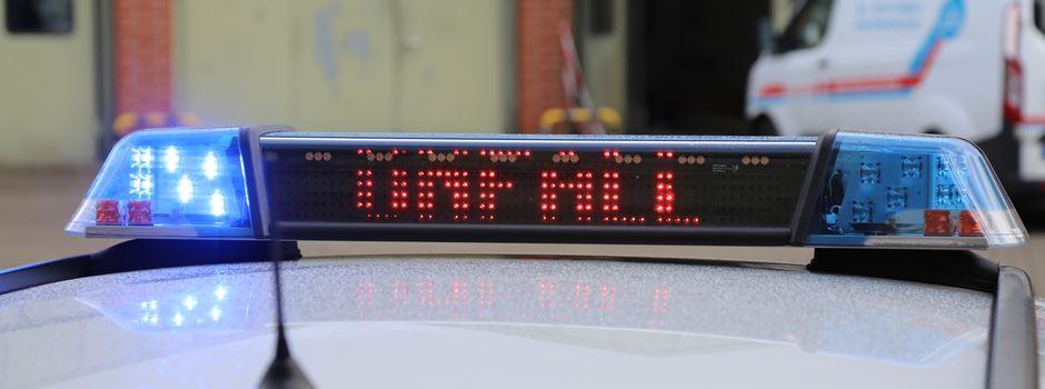 Auf Stauende aufgefahren: Transporterfahrer schwer verletzt