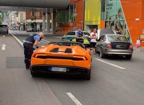 Polizei zieht Autoposer aus dem Verkehr