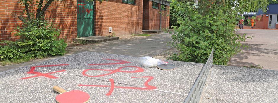 Auf Schulgelände mit Farbe gesprüht: Mehrere Hundert Euro Schaden