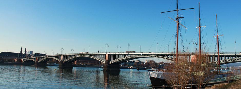 Polizei kontrolliert Raser und Poser am Rheinufer