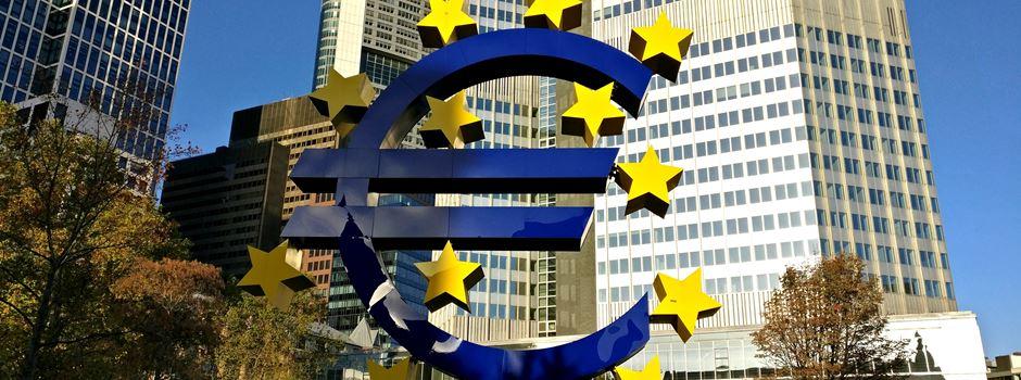 """""""Fridays for Future"""" - Großdemo vom Willy-Brandt Platz zur EZB"""