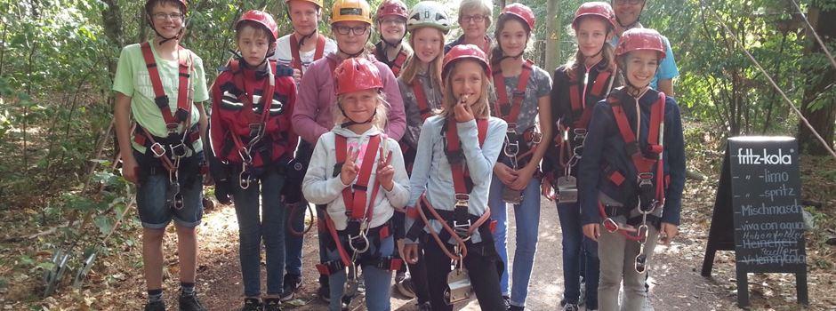Ferienspiele: Jugendliche zwischen Baumkronen und Waldboden