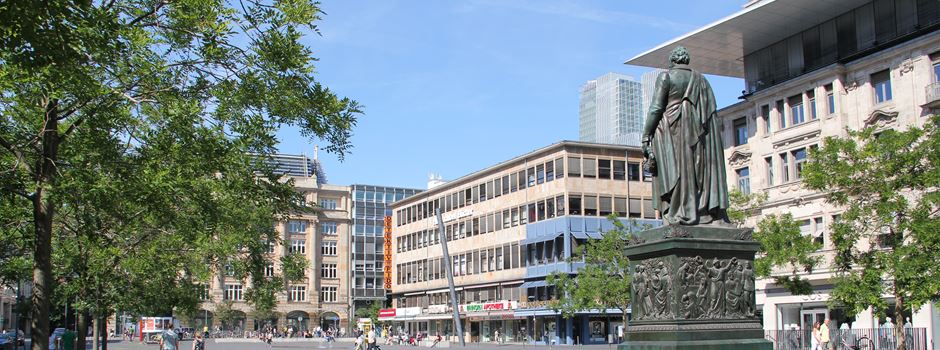 Frankfurter können Sitzmöbel auf dem Goetheplatz testen