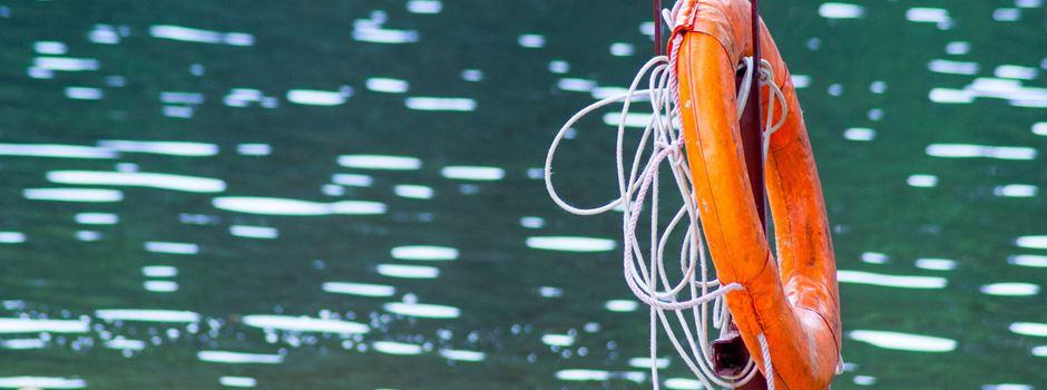 Badegäste retten Schwimmer aus dem Rhein